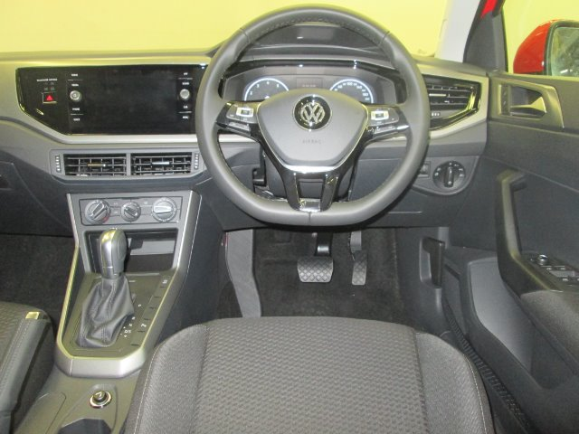 VOLKSWAGEN POLO 1.0 TSI COMFORTLINE DSG FLASH RED