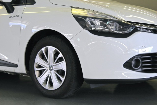 2016 RENAULT CLIO IV 900T BLAZE LTD EDITION 5DR (66KW)