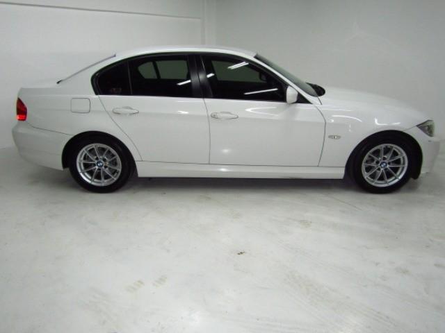 2011 BMW 320i (E90)