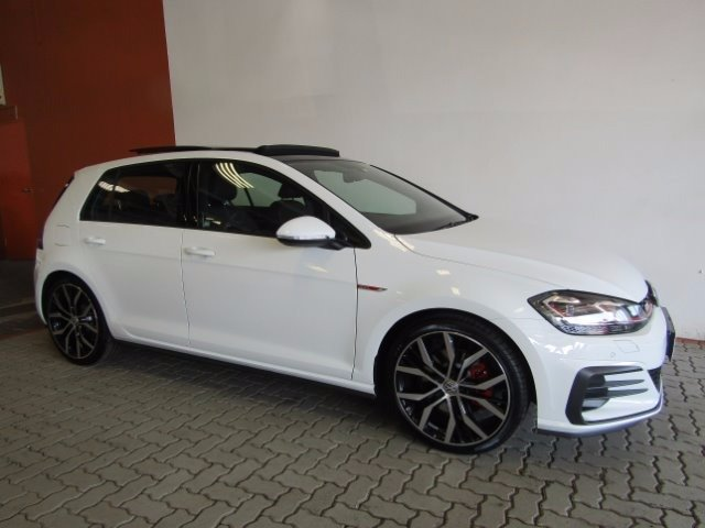 2017 pure white volkswagen golf vii gti 2 0 tsi dsg 2013 6 2017 4 only r 469995. Black Bedroom Furniture Sets. Home Design Ideas