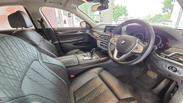 2016 BMW 750i (G11)