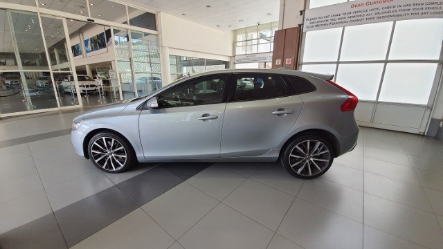 2018 VOLVO V40 T3 KINETIC GEARTRONIC