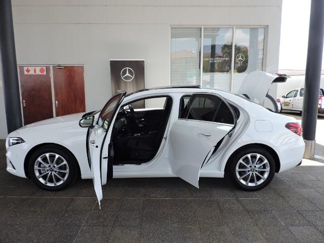 MERCEDES-BENZ A200 (4DR) polar white