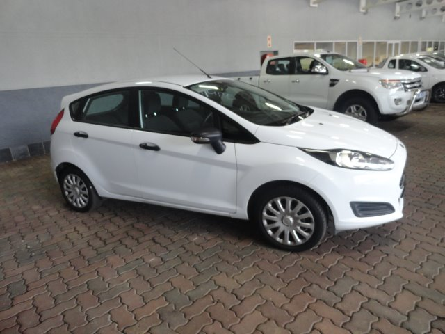 FORD FIESTA 1.4 AMBIENTE 5 Dr White
