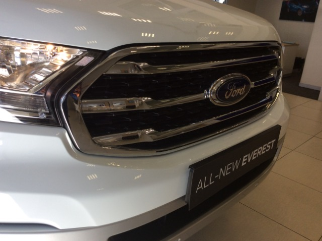FORD EVEREST 2.0D XLT A/T FROZEN WHITE