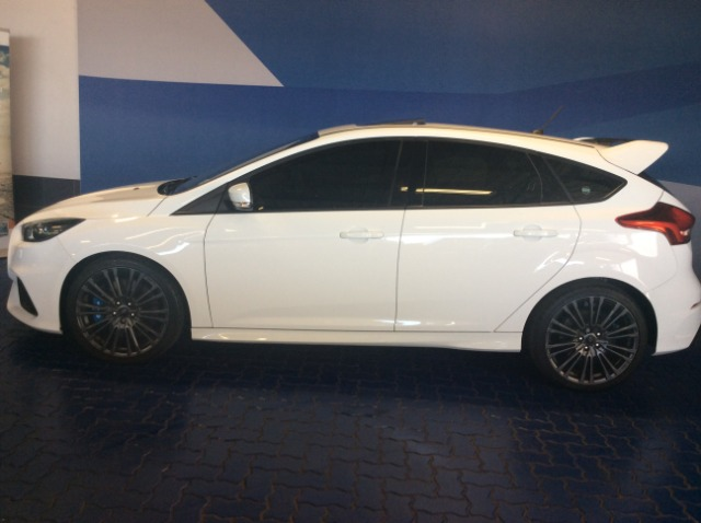 FORD FOCUS RS 2.3 ECOSBOOST AWD 5Dr Frozen white