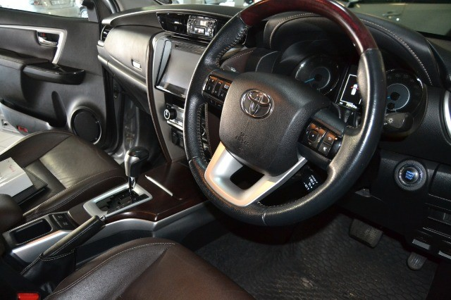 2016 TOYOTA FORTUNER 2.8GD-6 R/B A/T