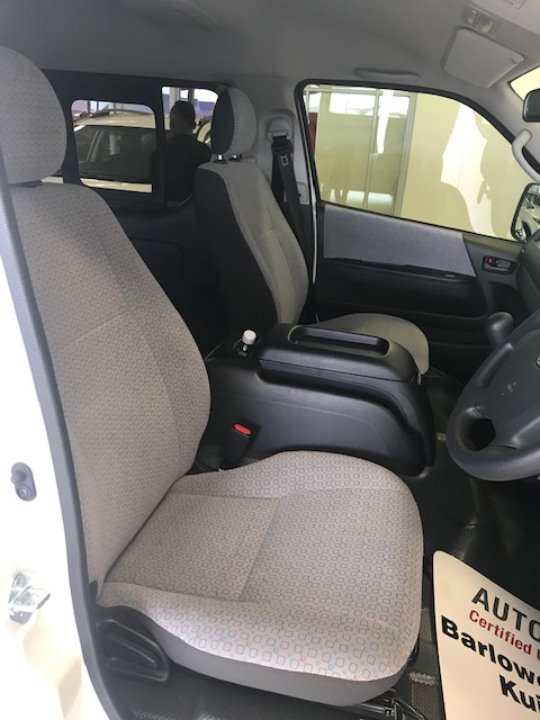 TOYOTA QUANTUM 2.5 D-4D 10 SEAT Ivory White