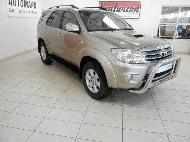 TOYOTA FORTUNER 3.0D-4D R/B (2009-1) - (2011-9)