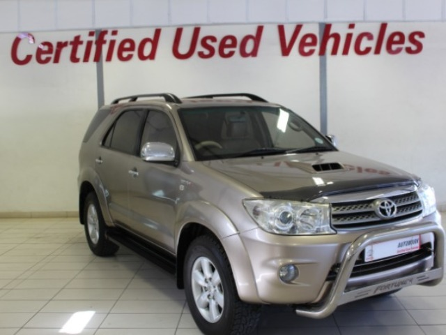 TOYOTA FORTUNER 3.0D-4D 4X4 A/T (2010-10) - (2011-9)