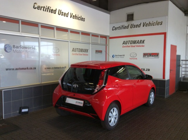TOYOTA AYGO 1.0  X-PLAY (5DR) Super Red