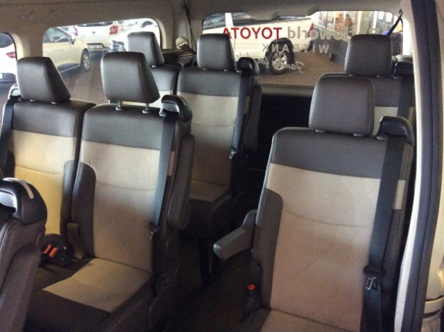 TOYOTA QUANTUM 2.8 GL 14 SEAT Ivory White