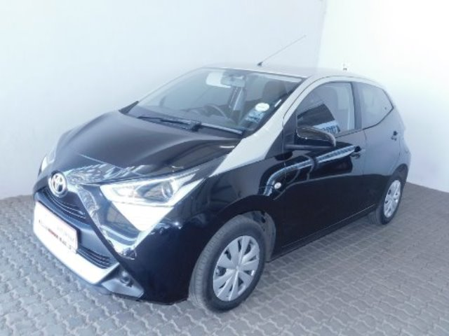 TOYOTA AYGO 1.0  X-PLAY (5DR)