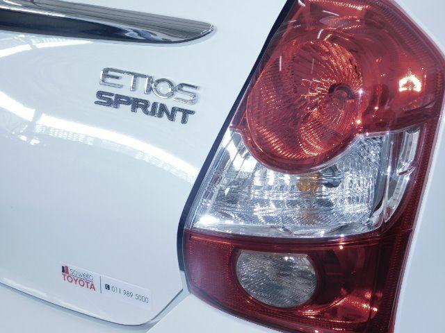TOYOTA ETIOS 1.5 Xs/SPRINT 5Dr White 058