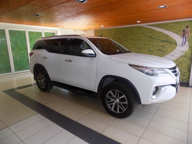 TOYOTA FORTUNER 2.8GD-6 R/B