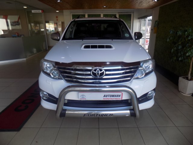 TOYOTA FORTUNER 3.0D-4D 4X4 A/T (2011-9) - (2016-12) White