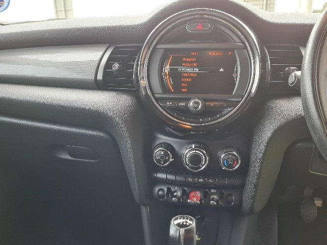 2015 MINI COOPER 5DR (XS52)