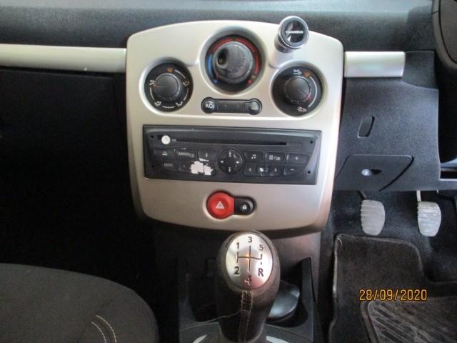 2011 RENAULT CLIO III 1.6 DYNAMIQUE 5Dr